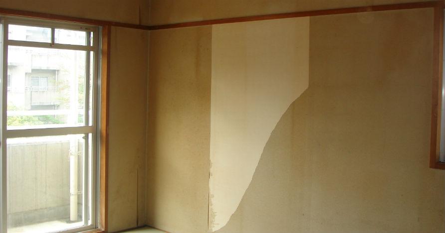 和室に貼ってあった和室用クロスがすでにめくれています。